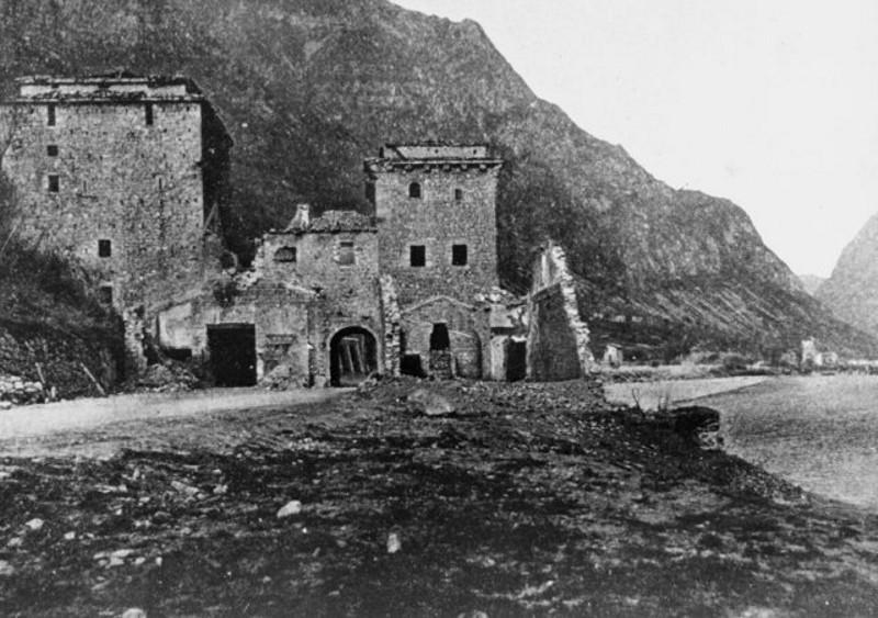 Castelnuovo a fine bombardamenti della prima guerra mondiale